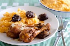 תבשיל כרעי עוף בשזיפים מיובשים