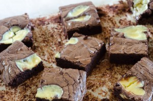 בראוניז שוקולד עם לבבות גבינה
