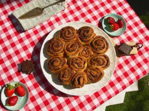 עוגת שמרים שוקולד אגוזים / קינמון אגוזים